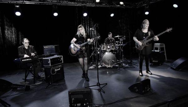 Victoria Thoizon et les musiciens