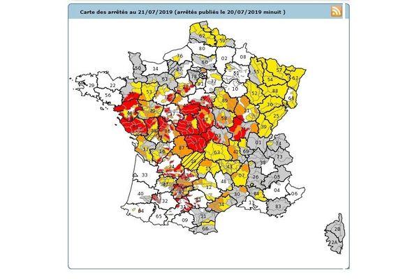 La carte des restrictions par départements. Le rouge correspond à la situation de crise.