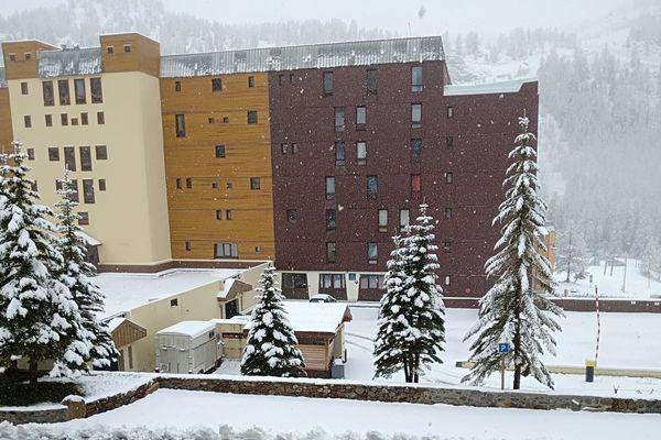 """""""Ce 11 mai, Isola et son manteau blanc depuis le balcon""""."""