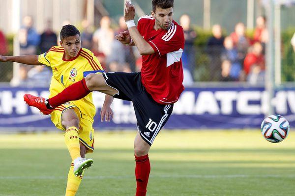 Cristian Manea (à gauche) lors de sa première sélection avec la Roumanie en 2014.