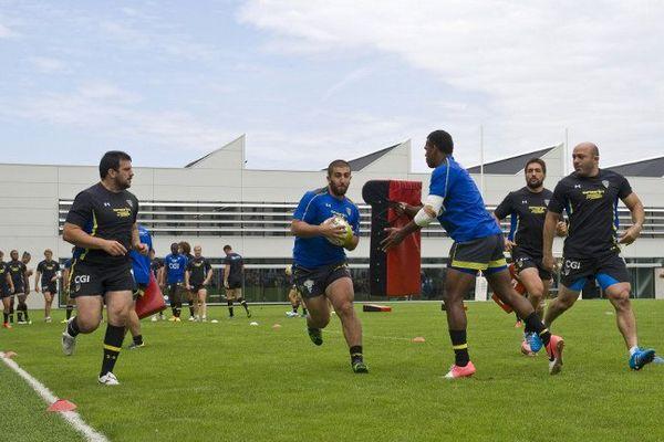 Les joueurs de l'ASM Clermont Auvergne peaufinent leur préparation dans leur nouveau centre d'entrainement.