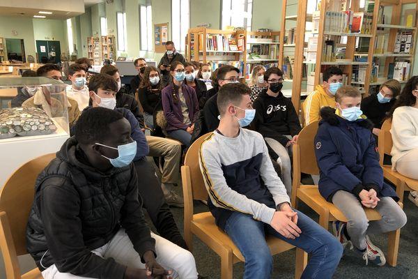 Les lycéens de seconde à La Réole dans le Sud Gironde nous parle de l'info : comment s'informent-ils ? A propos de quoi ?