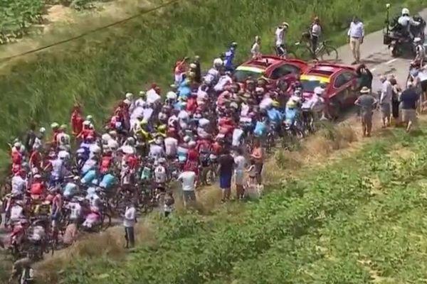 Aude - le peloton du Tour de France bloqué par une manifestation d'agriculteurs - 24 juillet 2018.