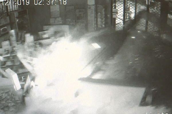 Images issues de la vidéosurveillance du commerce.