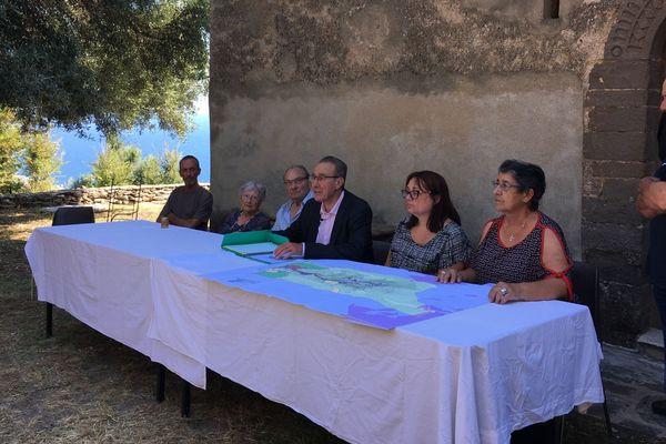 Le maire de Sisco, Ange-Pierre Vivoni a organisé samedi matin une conférence de presse pour annoncer son intention de racheter le couvent de Santa Catalina.