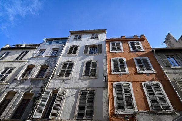 Illustrations - Des immeubles de la rue d'Aubagne à Marseille.