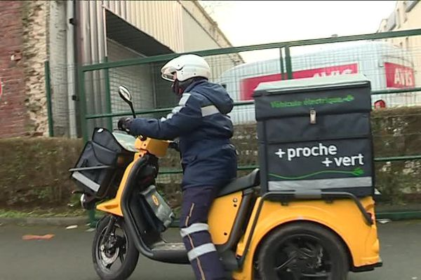 Les postiers ont de nouveaux 2,3 et 4 roues. La circulation en ville réserve parfois des surprises.