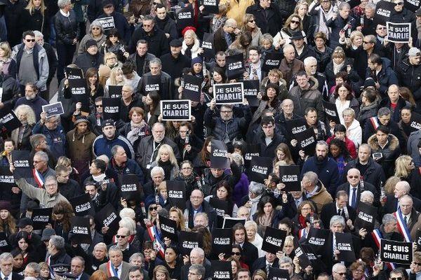 Suivez en direct la grande marche républicaine à Paris ce dimanche.