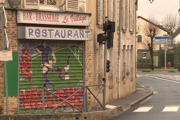 Ce restaurant est le seul commerce de la petite commune d'Auvernaux dans l'Essonne.