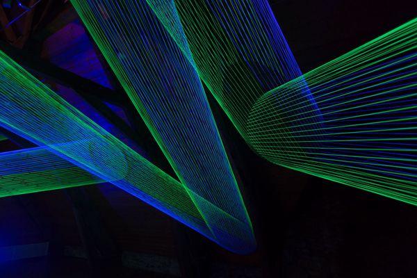 """""""Les installations tissées de Sébastien Preschoux, une expérimentions interactive où se mêlent poésie et art optique."""""""