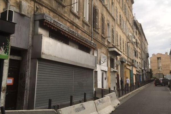 Les habitants de l'immeuble numéro 3 rue Hoche, dans le troisième arrondissement de Marseille, ont été évacué hier soir, après un arrêté de péril imminent
