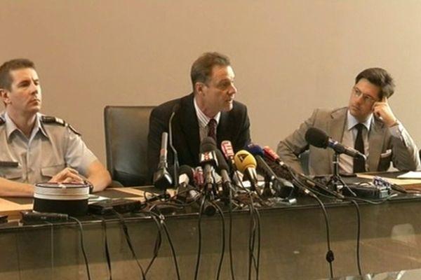 Le procureur de la République d'Annecy : Eric Maillaud (au centre de la photo),