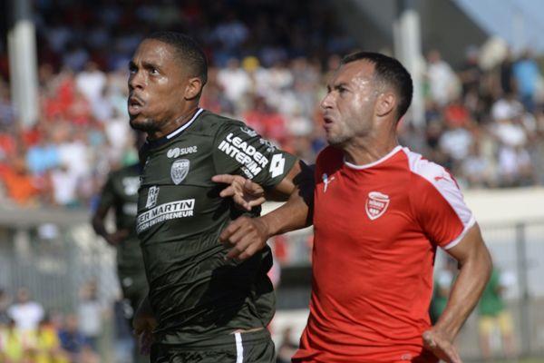 Nîmes s'est incliné 2-0 face à Dijon.