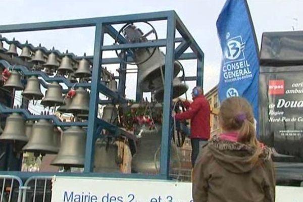 Le carillon ambulant devant la mairie de Marseille