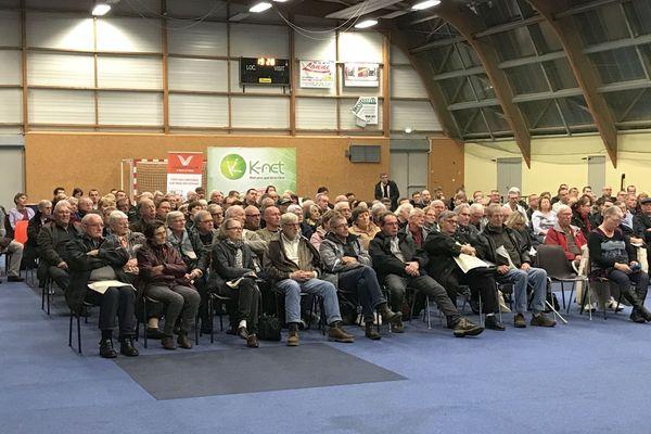 Mardi 3 décembre s'est déroulée une réunion publique d'information sur l'arrivée prochaine de la fibre optique sur la commune de Revigny-sur-Ornain. Environ 500 personnes étaient présentes.