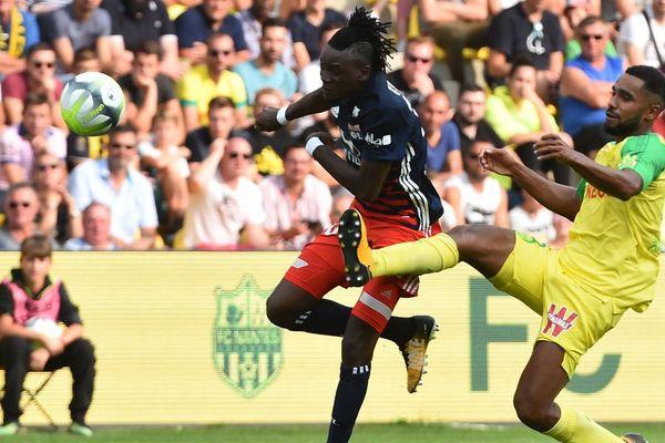 Le Lyonnais Bertrand Traore et le Nantais Levy Djidji au cours du match opposant Lyon à Nantes au stade de laBeaujoire.