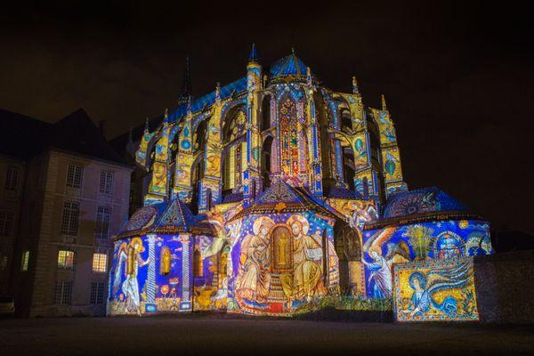 L'église Saint-Pierre pendant l'édition 2019 de Chartres en lumières.