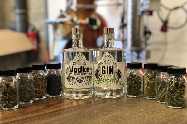 La micro-distillerie de Strasbourg a mis au point du gin et de la vodka à base d'aromates locaux.