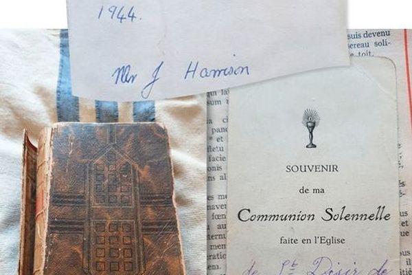 Voici la bible léguée par Jack Harrison à son petit-fils à sa mort. Elle appartenait à une jeune fille nommée Annick Briens comme l'atteste le papier laissé à l'intérieur
