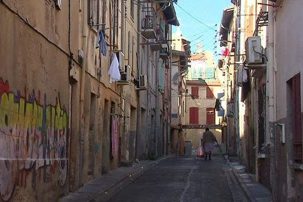 Une rue du quartier Saint-Jacques à Perpignan dans les Pyrénées-Orientales - illustrations - février 2019.