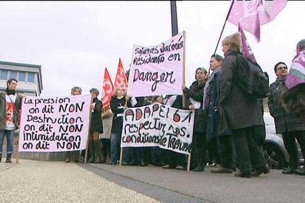Une centaine de salariés de l'Adapei 61 ont manifesté ce mercredi à Alençon