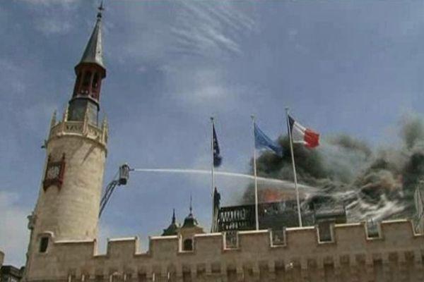 Le 28 juin 2013, un incendie impressionnant détruit la partie la plus ancienne de l'hôtel de ville de La Rochelle