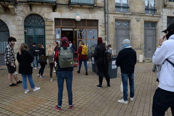 """À Bordeaux, comme partout France, de nombreux commerçants se sont adapter avec le """"Clic et Collecte""""."""