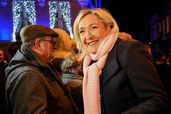 Marine Le Pen au marché de Noël d'Hénin-Beaumont mercredi dernier.