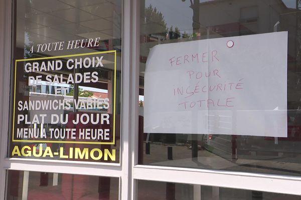 Deux restaurateurs perpignanais ont baissé le rideau après un affrontement avec une bande de jeunes, affrontement au cours duquel les deux patrons ont été emmenés par la police. Juillet 2021.