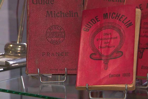 A Clermont-Ferrand, ce vendredi 24 juillet, un guide Michelin a été vendu aux enchères pour 33 550 euros, un record.