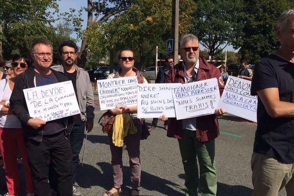 Des journalistes de Ouest-France en grève devant le siège à Chantepie près de Rennes, pour dénoncer la nouvelle organisation des rédactions