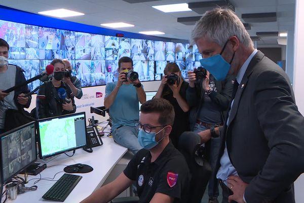 Laurent Wauquiez a visité le centre de surveillance de la gare de Lyon Part-Dieu, lundi 28 juin, au lendemain de sa victoire aux régionales pour sa réélection à la tête de la région Auvergne-Rhône-Alpes.