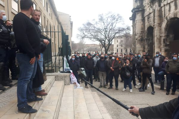 Benjamin Sant et Mathieu Manetti, les deux agriculteurs convoqués par le Tribunal correctionnel  à Nîmes pour des dégradations lors d'une manifestation le 8 octobre 2019.