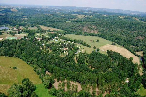 Vue aérienne du camping des gorges du Chambon (16 - Eymouthiers).