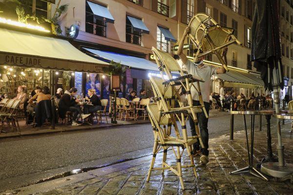 Dans la métropole Aix-Marseille, bars, cinémas, restaurants, théâtre et autres lieu accueillant du public ferment désormais leurs portes à 21 heures, pour respecter le couvre-feu imposé dans le cadre de la lutte contre le Covid-19.