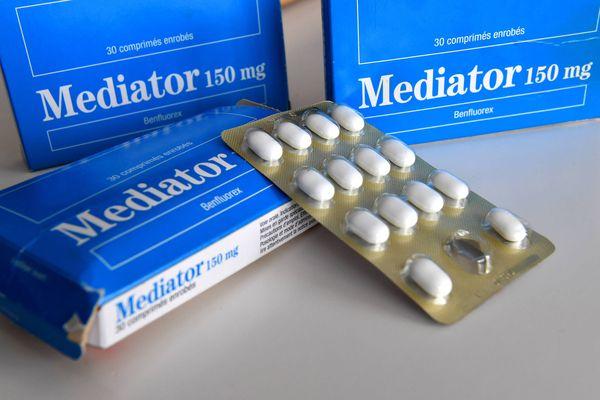 Ce médicament présenté comme un antidiabétique mais largement détourné comme coupe-faim, a été prescrit pendant trente-trois ans malgré les alertes répétées sur sa dangerosité.
