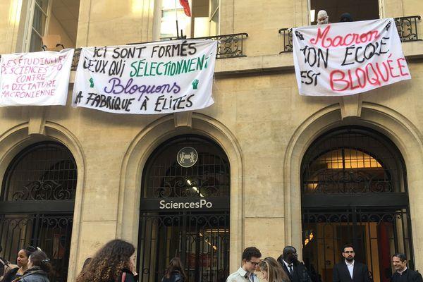 Plusieurs dizaines d'étudiants de Sciences Po bloquent une partie de l'établissement ce mercredi.
