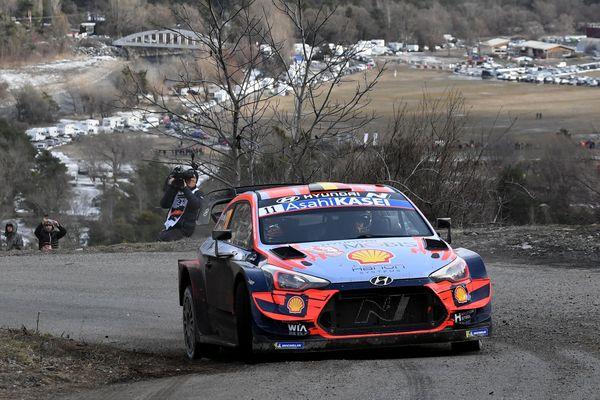 Thierry Neuville remporte, à 31 ans, sa première victoire au rallye de Monte-Carlo.