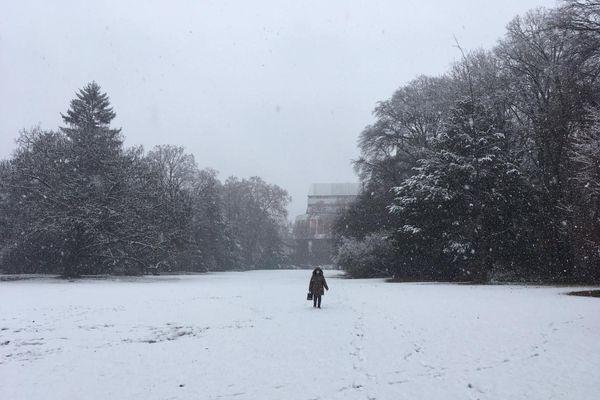 Un parc enneigé à Strasbourg.