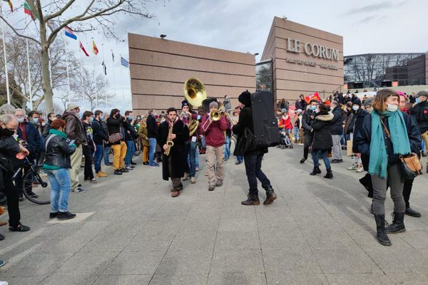 Un millier de personnes s'est rassemblé devant le Corum de Montpellier