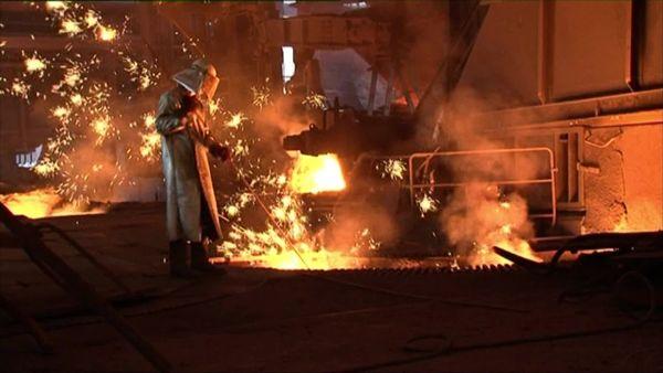 La dernière coulée d'un haut fourneau dans la vallée de la Fensch a eu lieu le 4 octobre 2011, mettant fin à une histoire sidérurgique de quatre siècles.