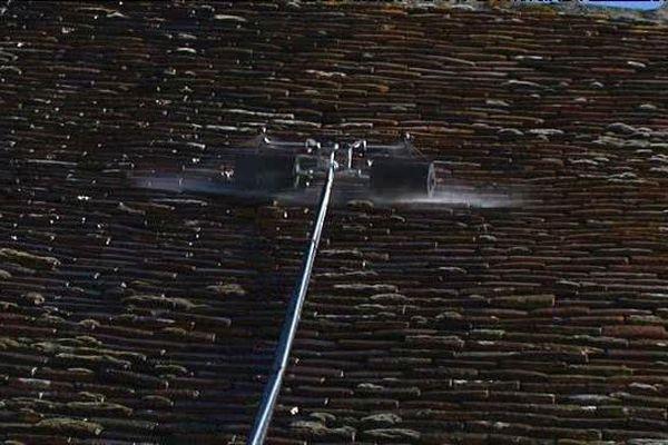 Perche téléscopique en carbone pour traiter les toitures à distance : une invention du Montargois Richard Mélion. Elle sera présentée le 29 avril 2016 au Concours Lépine.