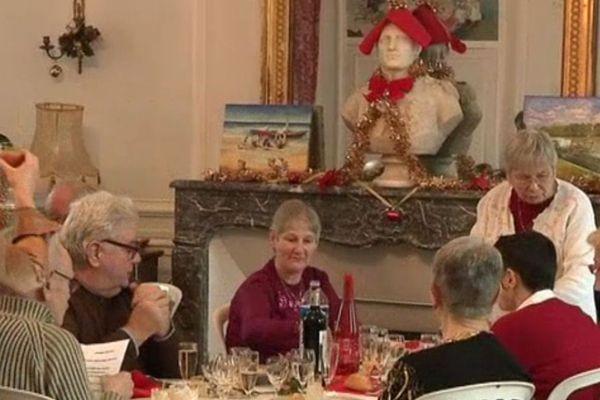 Pour Noël, les Petits frères des pauvres organisent un repas pour les personnes âgées isolées en Picardie