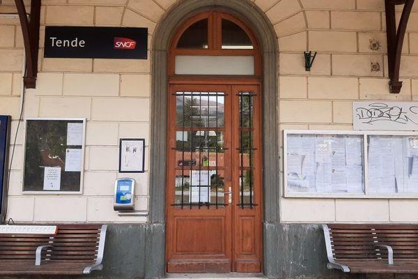 Deux mois après le passage de la tempête Alex, le train des Merveilles Nice-Cuneo n'arrive toujours pas en gare de Tende.
