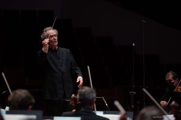 Jean-Claude Casadesus, fondateur en 1976 de l'Orchestre national de Lille, ici en répétition le 11 mai 2021