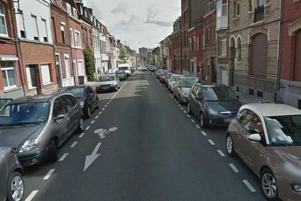 L'individu, qui a refusé de se soumettre à un contrôle d'identité, a été interpellé rue de Lille à Roubaix.