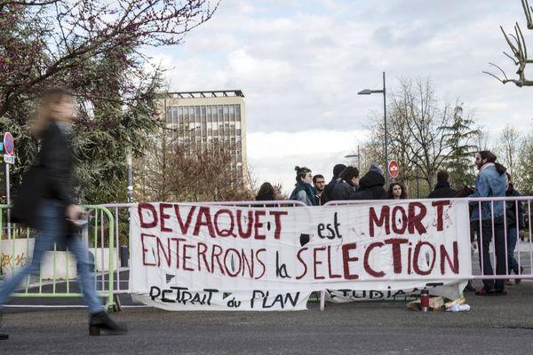 A Nanterre, les blocages de l'université se multiplient ces dernières semaines.