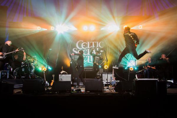 """En attendant de retrouver la scène et de repartir en tournée, le Celtic Social Club nous envoie de bonnes ondes avec leur single """"For Real""""."""
