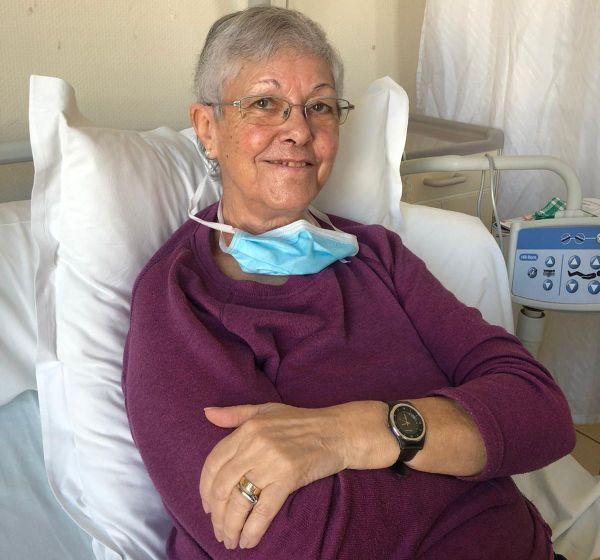 Danièle Reynaud, 77 ans, espère que le Covid-19 ne sera plus qu'un mauvais souvenir dans quelques jours et qu'elle pourra retrouver sa maison, puis très vite son mari encore sous assistance respiratoire au CHU.