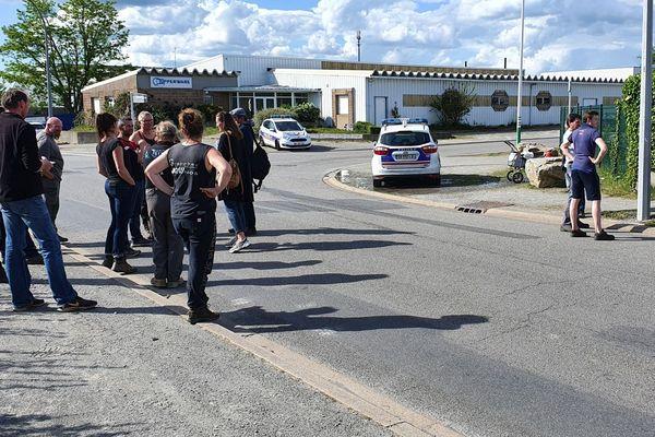 Seize éleveurs se sont rendus sur un camp de Roms de Saint-Herblain pour exprimer leur colère.